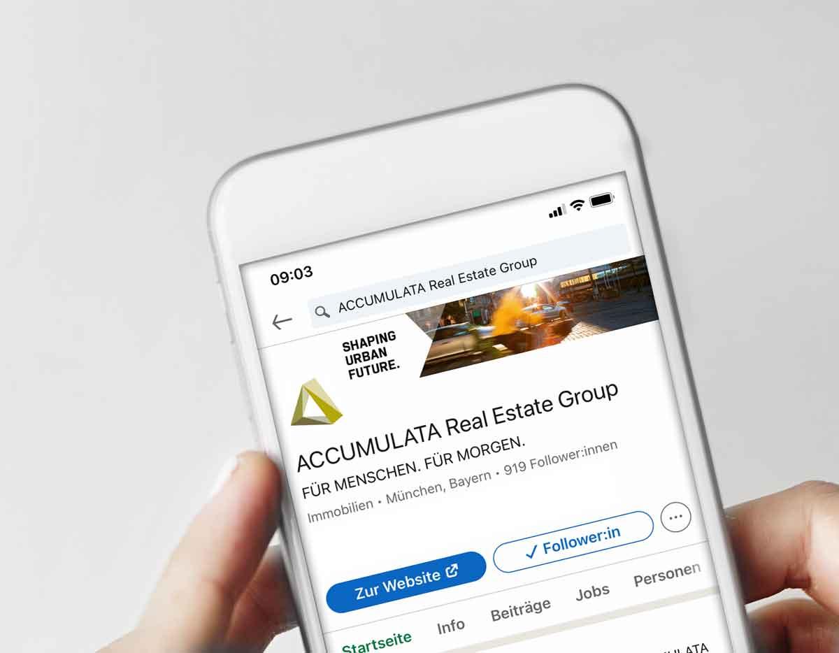 ACCUMULATA Smartphone mit LinkedIn Profil